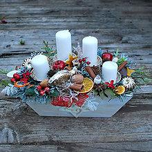 Dekorácie - Adventný veniec,vianočný svietnik v drevenej debničke s formičkami - 10083439_