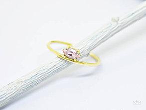 Prstene - 585/14k zlatý prsteň s prírodným morganitom - 10081514_