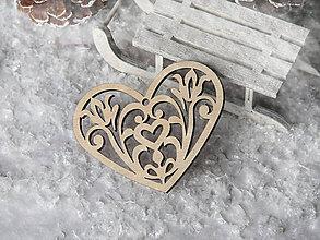 Dekorácie - Vianočná ozdoba vyrezávané srdce - 10081909_