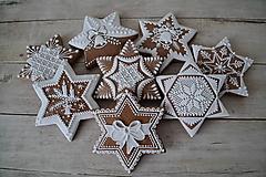 Dekorácie - Medovníkové hviezdy na stromček - sada 8ks - 10083559_