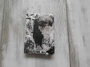Papiernictvo - sivý zápisníček - grafiti - 10085032_