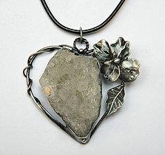 Náhrdelníky - cínový šperk - Srdce s krištáľovou drúzou - 10084117_