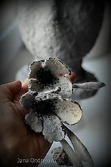 Náhrdelníky - Náhrdelník v sivých farbách hodváb a vlna - 10084661_