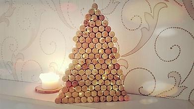 Svietidlá a sviečky - Svietiaci stromček z korku - 10082088_
