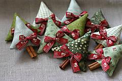 Dekorácie - stromčeky (s bordovou mašličkou) - 10083380_