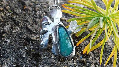 Náhrdelníky - Tepaný anjelik s amazonitom, tiffany - 10089365_