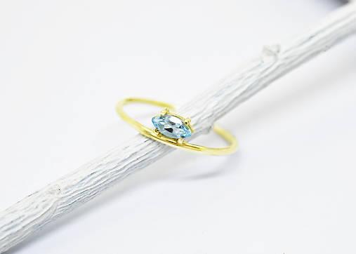 585/14k zlatý prsteň s prírodným akvamarínom