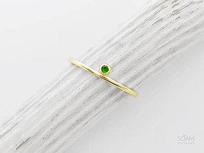Prstene - 585/1000 zlatý zásnubný prsteň s prírodným tsavoritom - 10087732_