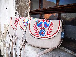 Kabelky - Maľovaná ľanová kabelka s modro-červeným vzorom - 10086656_