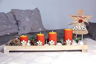 Svietidlá a sviečky - adventné sviečky z včelieho vosku s dreveným anjelom (Červená) - 10086545_