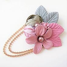 Odznaky/Brošne - Mentolová zelená ružová kvetinová brošňa so štrasovou retiazkou - 10086496_