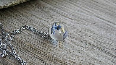 Náhrdelníky - Živicový náhrdelník gulička s kvietkami - chirurgická oceľ (lúčne kvietky , č. 2456) - 10088325_