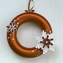 Dekorácie - Vianočný venček na zavesenie - 10093364_