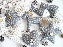 Dekorácie - Vianočné ozdoby šedé s bielym - snehové vločky - 10093535_