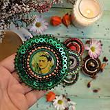 Odznaky/Brošne -  Frida- vyšívaná brož - 10090319_
