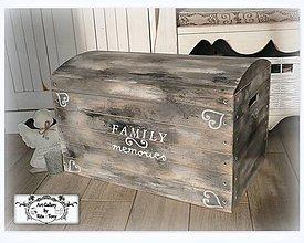 """Nábytok - Vintage truhlica """"Family memories"""" :) - 10091576_"""