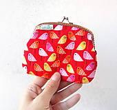 Peňaženky - Peňaženka XL Vtáčiky na červenej - 10092001_
