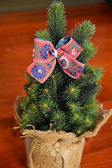 Dekorácie - Červené folklórne mašle na stromček na štipci - 10090755_