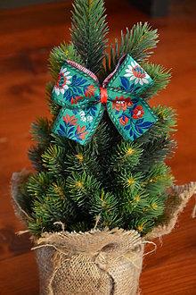 Dekorácie - Zelené folklórne mašle na stromček na štipci - 10090767_