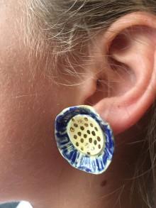 Náušnice - modrý kvet /keramika/ - 10094774_