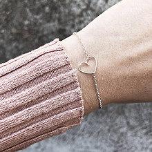 Náramky - Strieborný náramok so srdiečkom - 10097367_