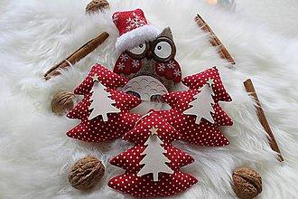 Dekorácie - Vianočné stromčeky v červenom kabátiku... - 10096143_