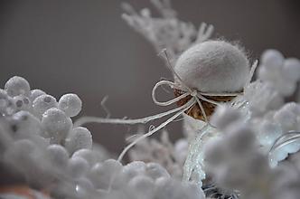 Dekorácie - Orech v ľadovom objatí - 10097949_