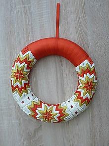 Dekorácie - Vianočný patchworkový veniec - 10103293_