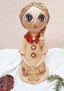 Socha - Dievčatko s vrkočom a  s anjelikom v rukách. - 10099186_