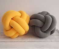 Úžitkový textil - Pletený vankúš - 10102880_