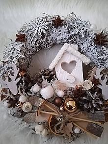 Dekorácie - Vianočný lesný veniec hnedo-biely - 10106721_
