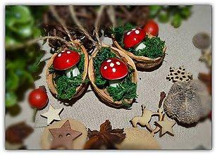 Dekorácie - Muchotrávka v škrupinke - na stromček - 10111305_