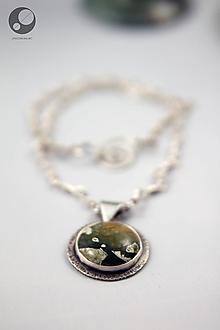 Náhrdelníky - Strieborný náhrdelník s ryolitovým príveskom - 10111853_