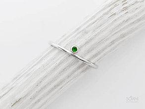 Prstene - 925 Strieborný zásnubný prsteň s prírodným tsavoritom - 10110453_