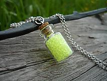 Náhrdelníky - VÝPREDAJ! Náhrdelník sklenená mini fľaštička Green NEON - 10112680_