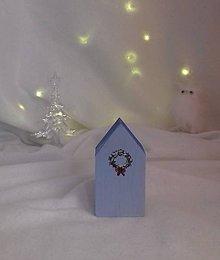 Dekorácie - Modrý polárny domček s vianočným vencom - Veľký - 10112567_