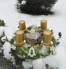 Dekorácie - adventný veniec zelená + zlatá - 10114170_
