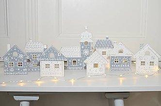 Dekorácie - Strieborná vianočná dedinka - 10116884_