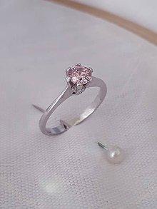 Prstene - minimalistický zásnubný prsteň (slim s korunkou (biele Au)) - 10114601_