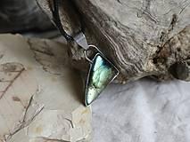Náhrdelníky - Trojuholník (labradorit) - 10122860_