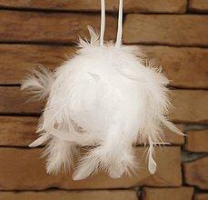 Dekorácie - Vianočná dekorácia / guľa z peria (cena za 3 kusy) - 10121598_
