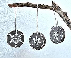 Dekorácie - Drevené ozdoby na stromček-sada-s vločkami - 10126235_