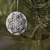 Dekorácie - Snehová vločka Strieborno biela - 10126307_