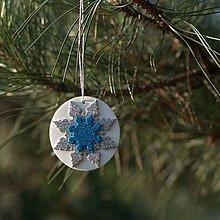 Dekorácie - Snehová vločka Strieborno tyrkysová 2 - 10126346_