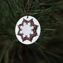 Dekorácie - Snehová vločka Hnedo biela - 10126358_