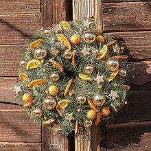 Dekorácie - Vianočný veniec s pomarančom - 10124332_