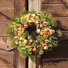 Dekorácie - Zimný venček s ovocím - 10127790_