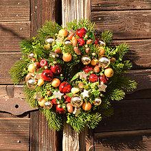 Dekorácie - Zimný venček s ovocím - 10128108_