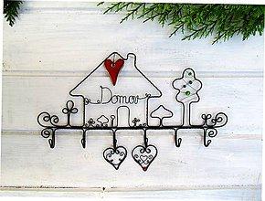 Nábytok - vešiak s keramickým srdcom - 10125171_
