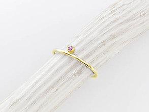 Prstene - 14k zlatý prsteň s prírodným rúžovým zafírom - 10131781_